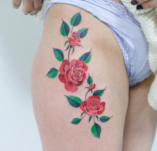 Flores rosas por Zihee Tattoo