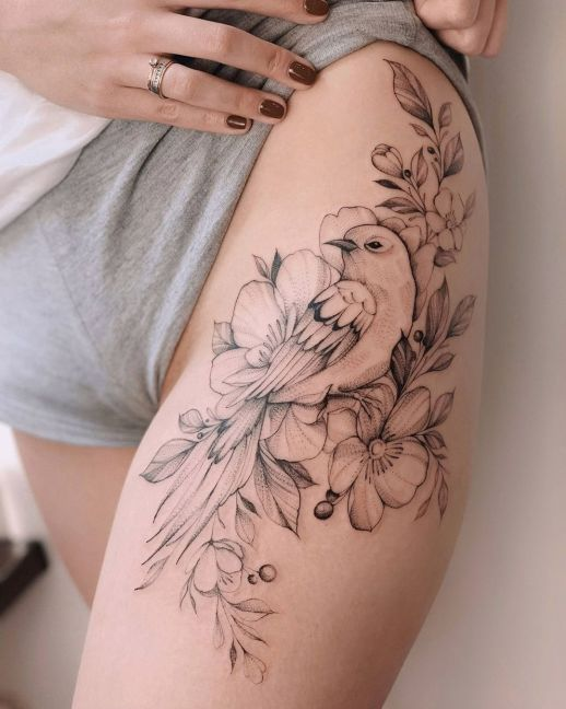 Ave y flores por Darylis Tattoo