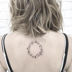 Corona de flores por Terryemi Tattoo