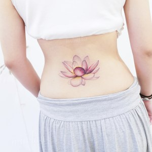 Flor de loto por Mini Tattoo