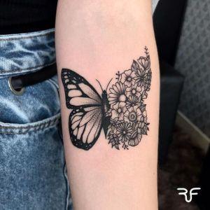 Mariposa en metamorfosis a flores