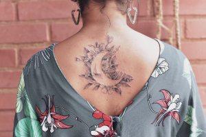 Luna con flores por Luiza Oliveira