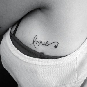 Frase: Love por Diego Souza Barba Tatoo