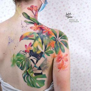 Ave Tucán entre vegetación por Jules Boho