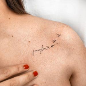 Frase: Famiglia y aves por 1991 ink, Juan ink