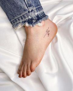 Frase: Fe por Alejo Gómez Tattoo Artist