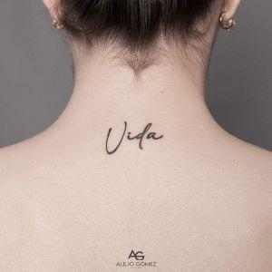 Frase: Vida por Alejo Gómez Tattoo Artist