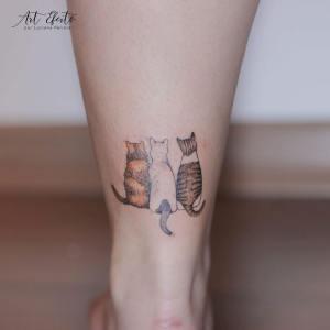 Tres gatitos de espalda por Luciana Periard, Art Efeito