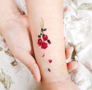 Flores rosas por Studio by Sol, Song E. Tattoo