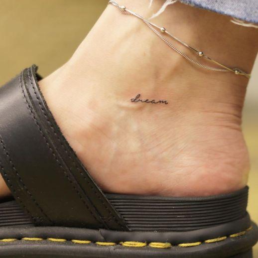 Frase: Dream por Wittybutton Tattoo, 위티버튼