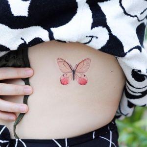 Mariposa con alas rosas por Mini Tattoo