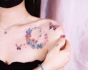 Luna floral y Mariposas por Peria Tattoo