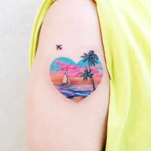 Corazón con un atardecer en el mar por Guseul Tattoo