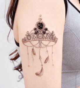 Corona con diamante negro por Studio by Sol, Song E. Tattoo