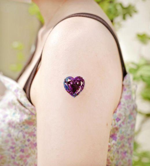 Diamante violeta en forma corazón por Studio by Sol, Song E. Tattoo