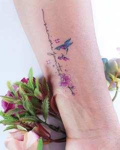 Frase: Siempre juntas y Colibrí por Alynana Tattoos