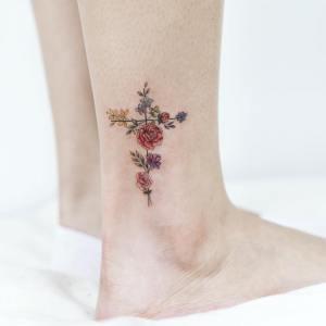 Cruz de Flores por Tattooist Dal
