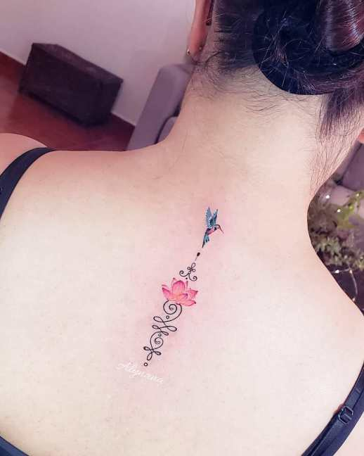 Unalome Flor de Loto por Alynana Tattoos