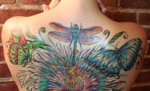 tatuaje libelular mariposas flor