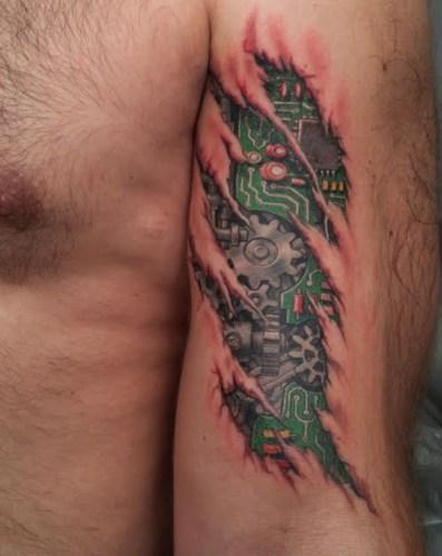 Tatuaje robot por dentro
