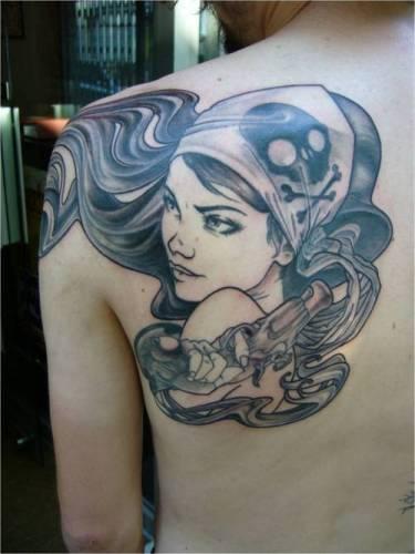tatuaje chica pirata