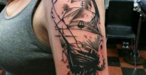 Tattoo en brazo de mujer