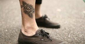 tattoo en la pierna joven