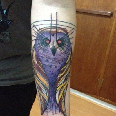 tatuaje búho morado