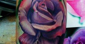 Tatuaje rosa purpura