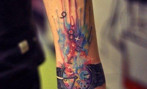 Tatuaje reloj de acuarelas