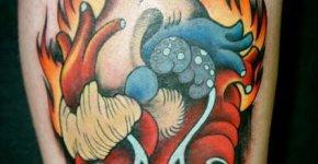 tatuaje corazón en llamas