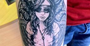 fauno tatuado en brazo