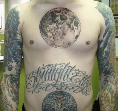 Tatuaje grande de la luna
