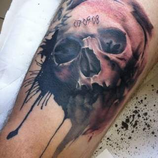 Skull tattoo by Lianne Moule