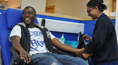 Donar sangre con tatuajes