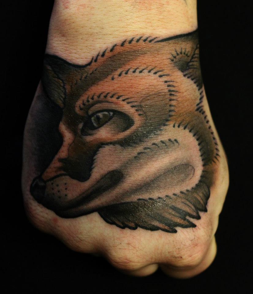 Tatuaje De Un Zorro En El Puño Tatuajesxd