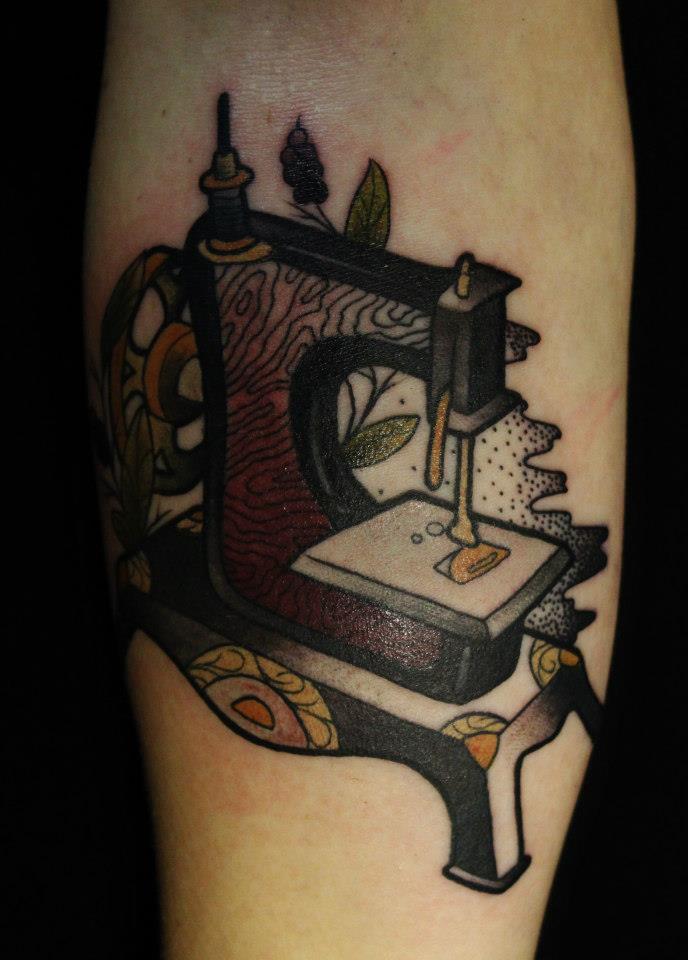 Tatuaje de una máquina de coser - Tatuajesxd