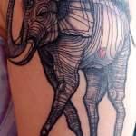 Tatuaje elefante estilo Dali