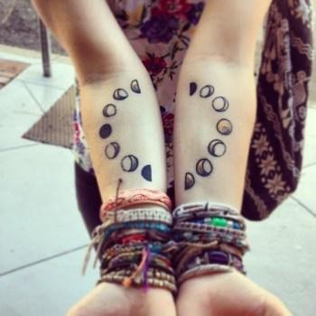 Tatuaje fases de la luna en antebrazos