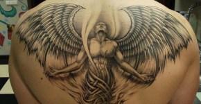 Angel tatuado en espalda