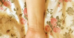 Tatuaje de ostra y perla en brazo