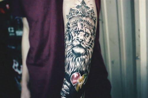 Tatuaje De Un León Con Corona Tatuajesxd