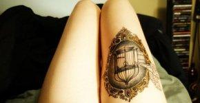 Tatuaje jaula en el muslo