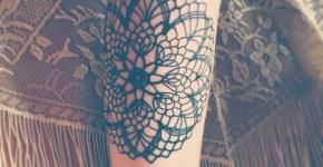 Tatuaje imagen estrellada en la pierna