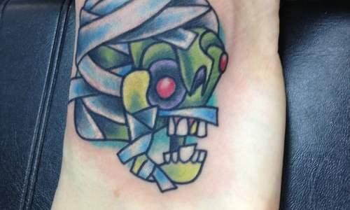 Tatuaje zombie y momia