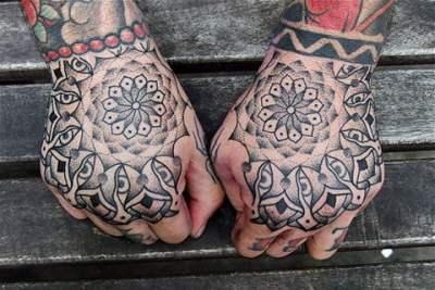 Mandalas en las manos
