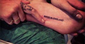 Tatuaje con texto en el pie