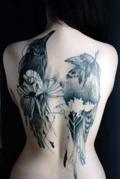 Tatuaje de cuervos