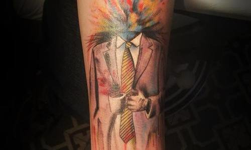 Tatuaje de hombre trajeado