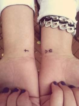 Tatuáje símbolos muñecas